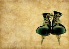Постаретая коричневая предпосылка с ботинками хоккея Стоковое Фото