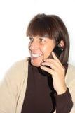 постаретая смеясь над средняя женщина телефона Стоковые Фото