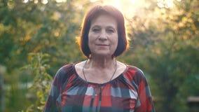 постаретая средняя женщина портрета акции видеоматериалы