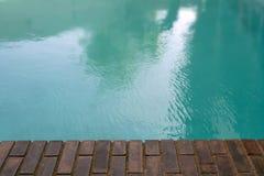 постаретое заплывание бассеина кирпича граници старое стоковая фотография rf