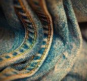Постаретые джинсы с желтой швейной ниткой Стоковое Изображение