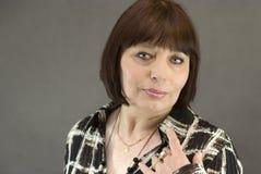 постаретые красивейшие средние женщины портрета стоковая фотография rf