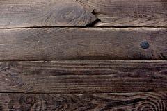 Постаретые планки деревянных доск темного коричневого цвета с ногтями металла как предпосылка grunge деревянная Стоковые Изображения RF