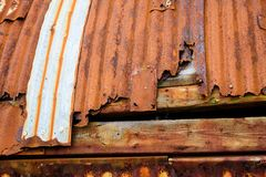 Постаретый красный металл заржавел амбар стоковое фото rf