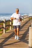 Постаретый серединой jogging человека Стоковое фото RF
