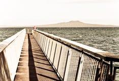 постаретый тип пандуса фото океана рыболовства пляжа Стоковое фото RF