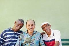 Постаретый человек latino сь на камере Стоковое Изображение