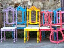Постаретый colorred орнаментальный стул Стоковые Фотографии RF