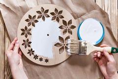 Постепенные инструкции для изготовления часов handmade Стоковые Фото