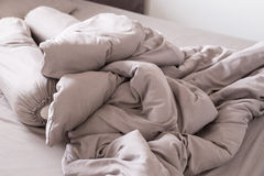Постельные принадлежности через утро после просыпать вверх Стоковое Изображение RF
