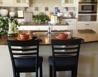 построенная изготовленная на заказ роскошь кухни острова Стоковое фото RF