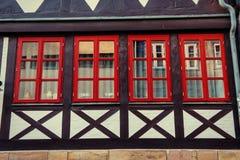 1850 1890 построенных зданием окон фасада Очаровательный городок в Германии Li Стоковое фото RF