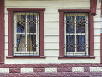 1850 1890 построенных зданием окон фасада Стоковое Изображение RF