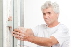 Построитель проверяя его работа стоковые изображения rf