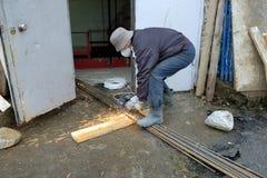 Построитель режет автомат для резки металла Стоковое Изображение RF
