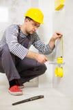 Построитель в новой квартире стоковое фото