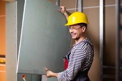 Построитель в новом интерьере здания стоковая фотография