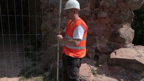 Построитель исправляя загородка сток-видео