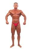Построитель мужского тела демонстрируя изолированное представление, стоковая фотография