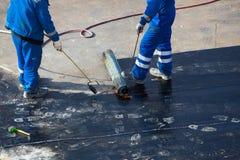 Построитель на работах формы шлема строительной площадки нося Стоковые Изображения