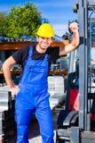 Построитель с транспортером паллета места или тележкой вилки подъема Стоковая Фотография