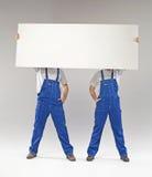 2 построителя держа знамя Стоковые Фотографии RF