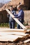 2 построителя нося над самолетом Стоковое фото RF