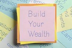 Построьте ваше богатство написанное на примечании Стоковое Фото