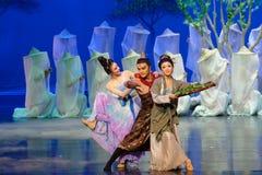 Поступок семьи радостный- первый: ` драмы танца шелковицы ` принцессы сад-былинного Silk Стоковые Изображения RF