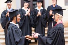 Постдипломный получая диплом стоковое фото rf