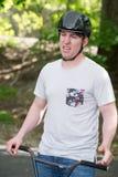ПОСЁЛОК RADNOR, PA - 7-ОЕ МАЯ: Представление эффектного выступления BMX Крисом Aceto на родео велосипеда посёлка Radnor 7-ого мая стоковое фото rf