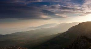 Красивейший взгляд крымских гор осенью. Украин. Стоковое Фото