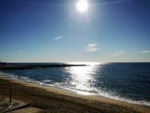 Последний рассвет на побережье дезертированном пляжем среднеземноморском Стоковое Изображение RF