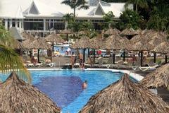 После полудня на бассейне курорта в ямайке Стоковые Фотографии RF