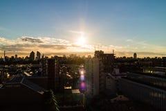 После полудня Солнце над токио стоковые изображения