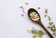 Потеряйте таблетки капсул веса для низко- сала стоковое фото rf