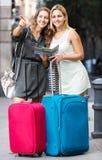 Потерянные туристы ища гостиница Стоковые Изображения