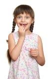 Потерянный портрет девушки зуба, всход студии на белой предпосылке Стоковая Фотография RF