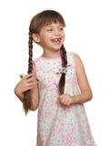 Потерянный портрет ребенка девушки зуба имея потеху, всход студии изолированный на белой предпосылке Стоковое Изображение RF