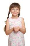 Потерянный портрет ребенка девушки зуба имея потеху, всход студии изолированный на белой предпосылке Стоковые Фотографии RF