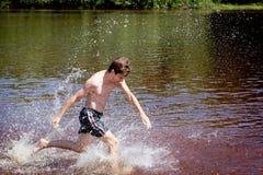 потеха имея речную воду человека Стоковое фото RF