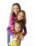 потеха имея сестер 3 детеныша Стоковые Фотографии RF