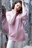 Потеха партии sequins предпосылки зеркала празднует красивое Ла женщины Стоковое Фото