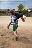 потеха пар счастливая имеющ детенышей Стоковая Фотография RF