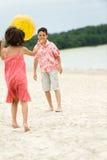 потеха пляжа имея малышей Стоковые Фото