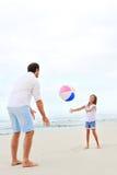 Потеха пляжа семьи Стоковые Изображения