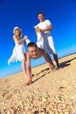 потеха семьи пляжа имея Стоковое фото RF