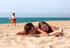 потеха семьи пляжа Стоковое Изображение