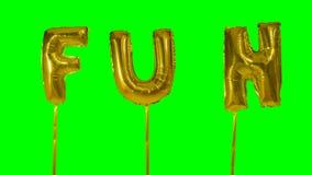 Потеха слова от писем воздушного шара гелия золотых плавая на зеленый экран - видеоматериал