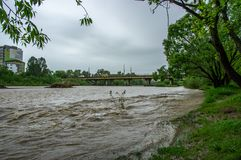 Поток весны на реке стоковая фотография